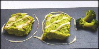 Pastel de patata y brocoli con salsa de cebolla