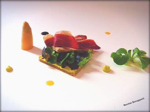 Bocadillo vegetal y jamón de pato