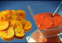 Chips de platano con crema de pimientos del piquillo
