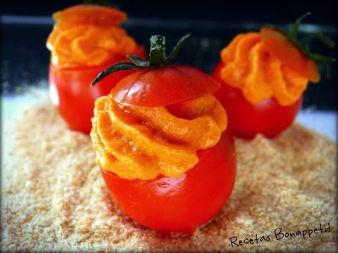 Tomate cherrys rellenos de mousse bonito