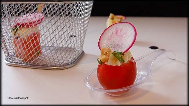 Pintxo de tomate y queso preparado por Recetas Bonappetit