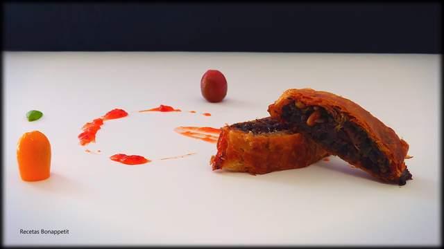 Medallones de morcilla y confitura de pimiento rojo recetasbonappetit