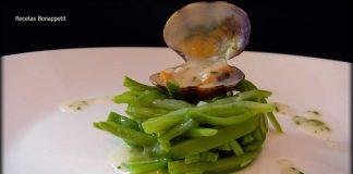 Judias con almejas en salsa verde..