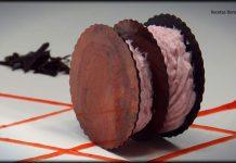 Milhojas de chocolate con mousse de fresas