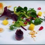 Ensalada de jamón y huevos mollet