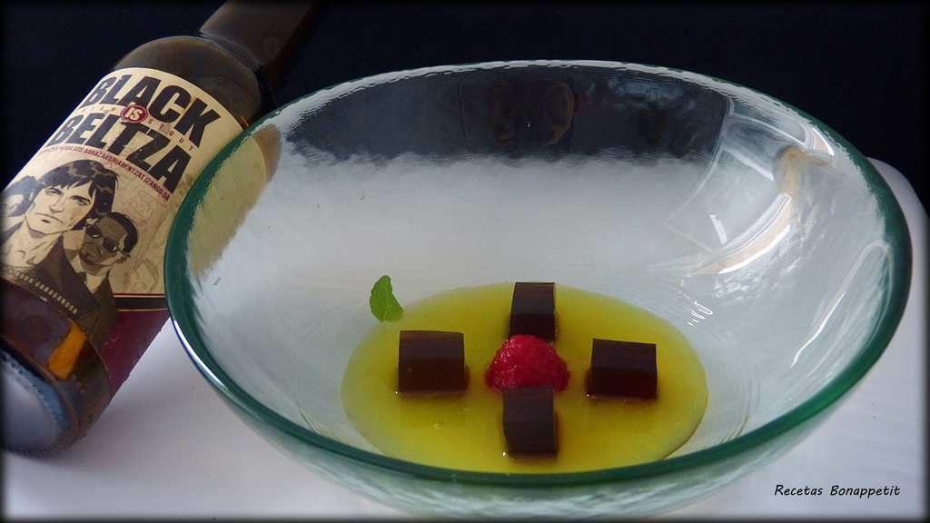 Sopa crema de naranja con gelatina de cerveza negra Boga y frambuesas