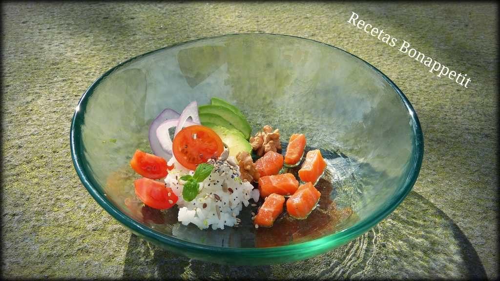 Poke de salmón